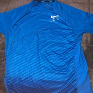 Nike Running skin breathable T-shirt.